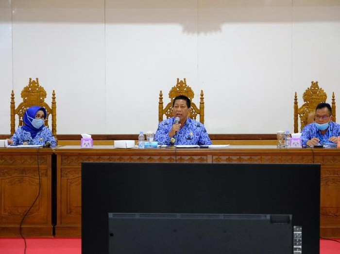 Wali Kota Magelang Sigit Widyonindito (tengah).