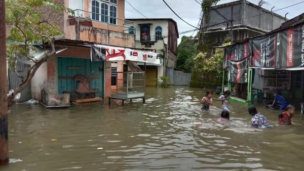 Medan Rawan Banjir Cawalkot Dinilai Harus Jadi Wali Kota Parit Jika Menang