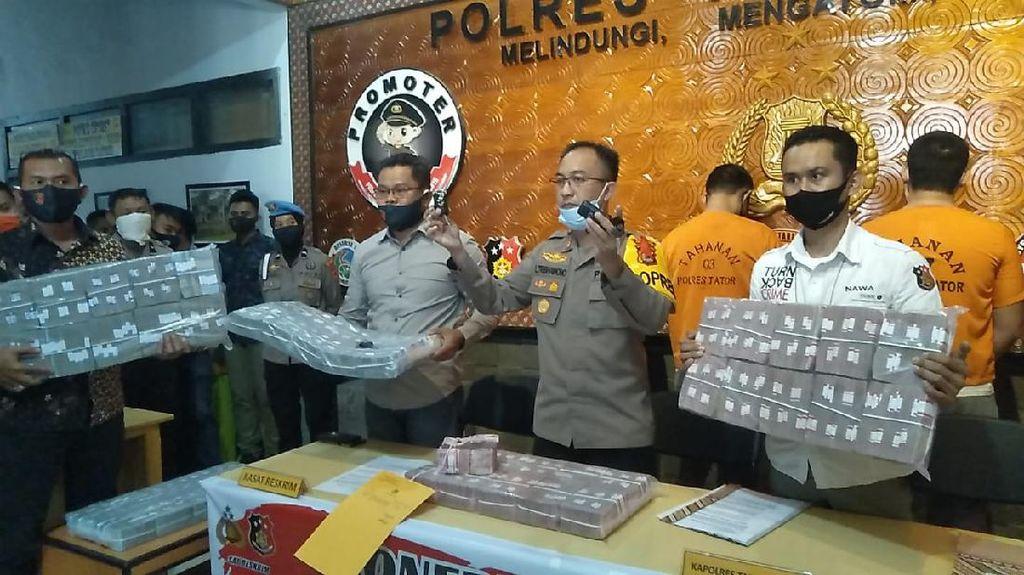 Polisi Pamerkan Uang Tunai Rp 3,5 M Sitaan Kasus Investasi Bodong di Tana Toraja