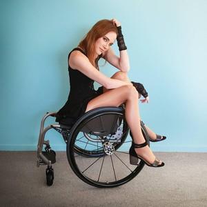 Kisah Model Berkursi Roda yang Pernah Depresi Hingga 6 Kali Coba Bunuh Diri