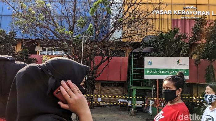 Sebanyak 14 pedagang di Pasar Kebayoran Lama, Jaksel, dinyatakan positif virus Corona (COVID-19). Akibatnya, pasar tersebut akan ditutup selama 3 hari ke depan.