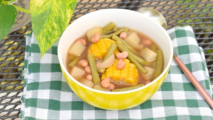 Sayur asem, Indonesian food. Vegetable in tamarind soup. Common ingredients are peanuts, corn, chayote and long bean.