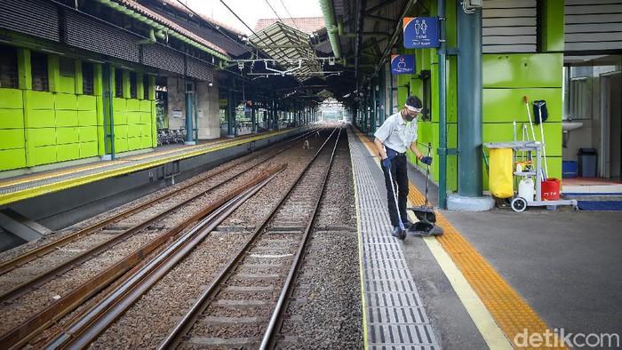 Transportasi umum seperti kereta juga memiliki sederet aturan ketat untuk para penumpang yang ingin bepergian. Salah satunya di Stasiun Gambir.
