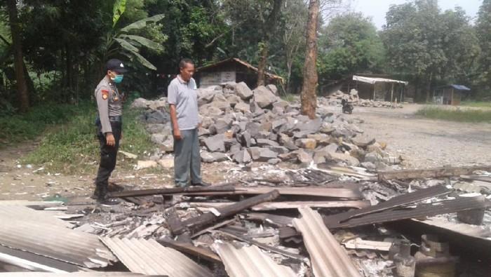 Kios bensin eceran di Rumpin, Kabupaten Bogor, terbakar (dok. Istimewa)