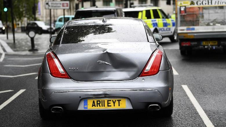 Mobil yang ditumpangi Perdana Menteri (PM) Inggris Boris Johnson tabrakan beruntun di pusat kota London. Begini kondisi mobil yang ditumpangi Boris Johnson.