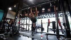 Sejumlah tempat gym atau pusat kebugaran di Kota Bekasi telah beroperasi di masa new normal ini. Begini potretnya.