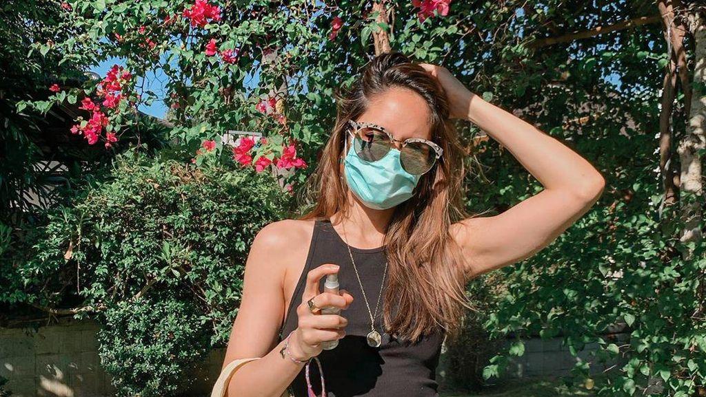 Adu OOTD 10 Artis Belanja di Tengah Pandemi, Mayangsari Hingga Cinta Laura