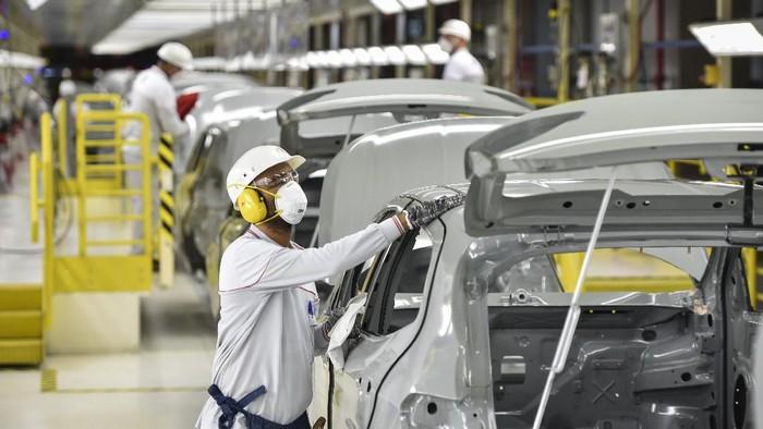 Produsen mobil asal Itali, Fiat Chrysler SA, sudah mulai mengoperasikan pabriknya di Brasil. Yuk, intip aktivitasnya.