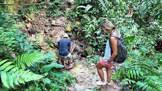 Pasangan Turis dari Inggris Terjebak di Bukit Lawang