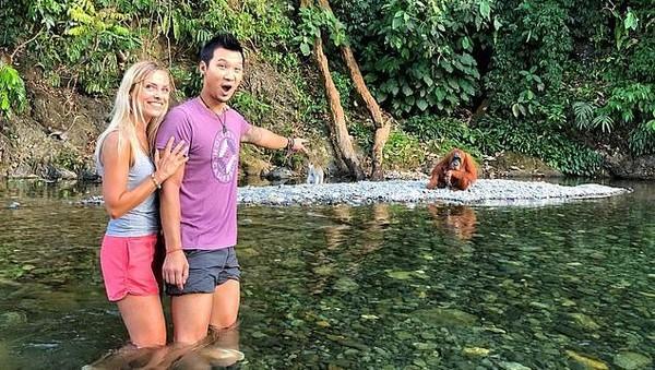 Inilah Jeff Yip (37) dan Zuzana Barancova (36), pasangan turis asal Inggris yang terjebak di Bukit Lawang, Sumut. Mereka tidak bisa pulang karena penerbangannya di bulan April dibatalkan gegara pandemi Corona. (dok. Jeff Yip/alifeofy)