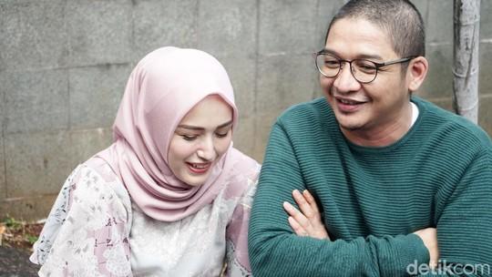 Senyum Bahagia Pasha Ungu dan Adelia Wilhelmina Setelah Jalani LDR