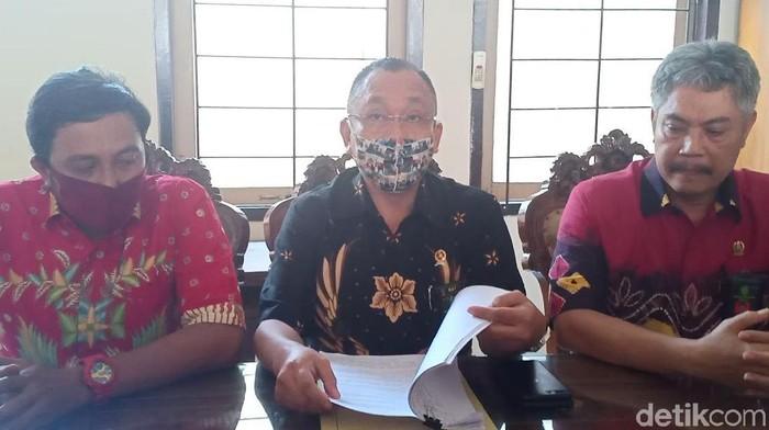 Sidang online putusan gugatan perdata pengurus yayasan Persaudaraan Setia Hati Terate (PSHT) Parluh 17 digelar di Pengadilan Negeri Kota Madiun. Sidang sempat empat kali di-skors.