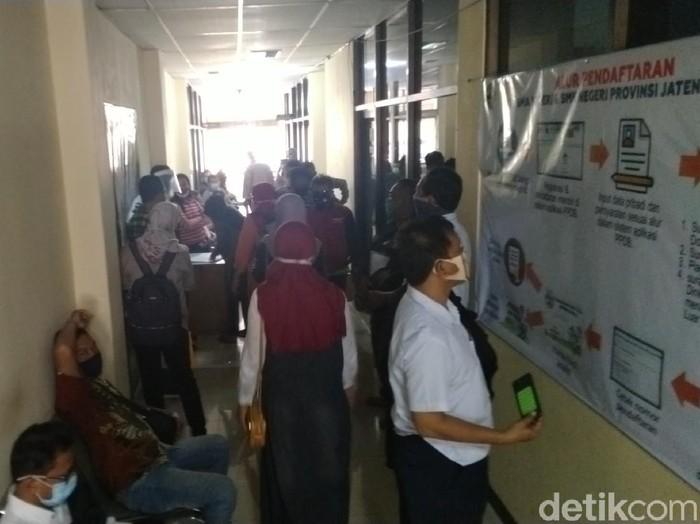 Posko Pengaduan PPDB Jateng di Semarang, Kamis (18/6/2020).