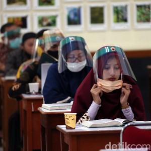 Face Shield Disebut Lebih Efektif Cegah Virus Corona di Kondisi Seperti Ini