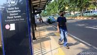 Seperti adanya plaza, jalur pedestrian yang lebar, dan dilengkapi kanopi. Agung Pambudhy/detikcom.