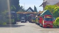 Ratusan Sopir Truk Logistik di Banyuwangi Mogok, Tolak Rapid Test yang Mahal