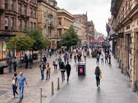 Buchanan Street, Glasgow di Skotlandia membentang di tengah kawasan komersial Victorian dan Edwardian yang bergaya arsitektur Skotlandia abad ke-19. Sejak 2003, pedestrian menjadi lokasi favorit wisatawan dan menjadi jantung aktivitas di Glasgow. Selain digemari wisatawan, masyarakat lokal juga bisa dengan bebas mengadakan acara sosial, festival atau sekadar berjalan-jalan. (Foto: iStock)