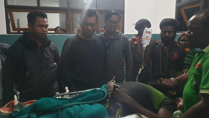 Anggota KKB Papua Tendison Enumbi tertembak pistol sendiri.
