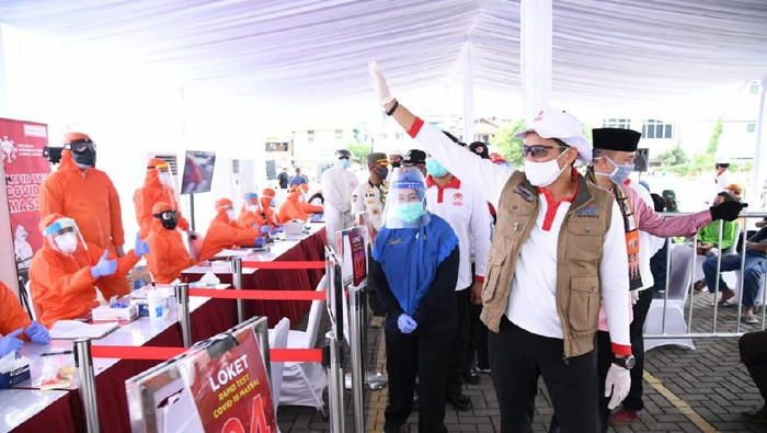 Demi memutus mata rantai penyebaran COVID-19, Relawan Indonesia Bersatu Lawan COVID-19 (RIB) terus bergerak membantu pemerintah dalam upaya percepatan penanganan COVID-19.