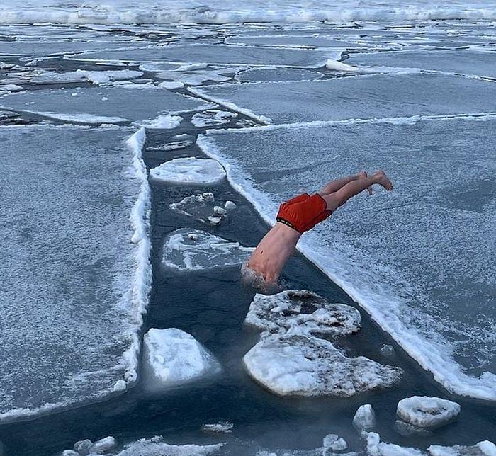 Arne Haugland, traveler hobi berenang di lautan es