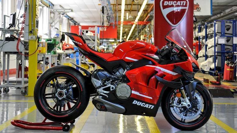 Ducati Superleggera V4 produksi pertama