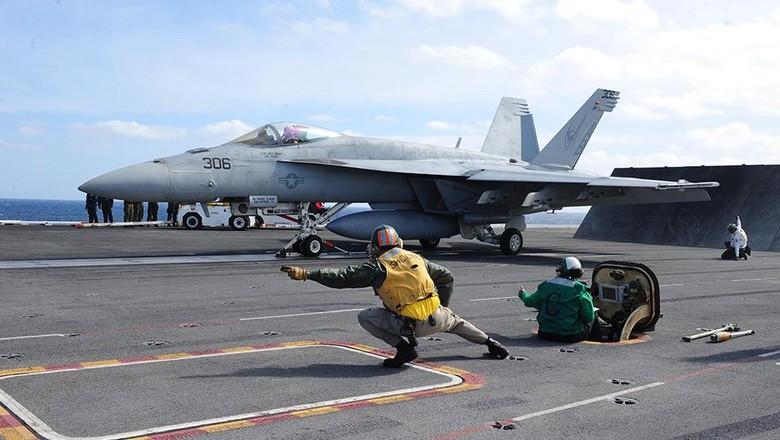 Jet Tempur F/A-18F Super Hornet