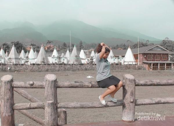 Untuk Anda yang ingin menikmati wisata alam ala resort bintang lima, Highland Park Resort ini bisa menjadi pilihannya. Tempat ini menyuguhkan wisata perkemahan dengan tenda-tenda tradisional ala Mongolia. (Fionadirchania/dTraveler)