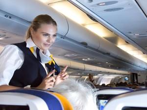 Pramugari Diminta Pakai Popok di Pesawat untuk Cegah Penularan COVID-19