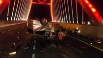 Pengemudi Ngantuk, Mobil Sarat Penumpang Tabrak Truk di Tol Kendal