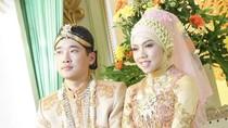 10 Foto Manis Pernikahan Hijabers Cilacap & Pria Korea, Kisahnya Bikin Baper