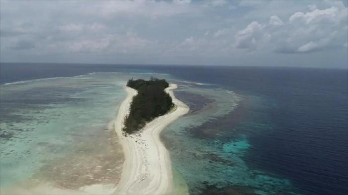 Pulau Malamber di Sulawesi Barat.