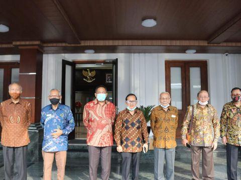 Purnawirawan TNI di Kemenko Polhukam sebelum berangkat ke Istana Bogor.