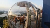 Tak sedikit para penyedia jasa seperti restoran yang mulai beroperasi kembali di tengah New Normal. Di Turki misalnya, sejumlah restoran di sana kembali buka dengan menghadirkan servis yang menjamin keamanan dari COVID-19.