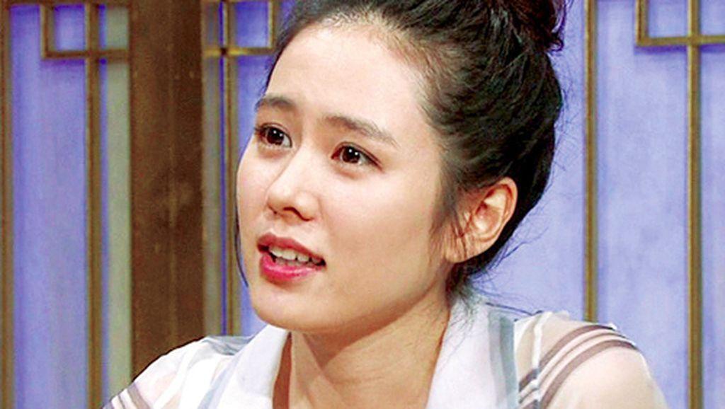 Transformasi Wajah Son Ye Jin yang Foto Jadulnya Bikin Takjub