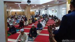 Sudah 3 Pekan Masjid Nurul Islam Koja Gelar Salat Jumat 2 Gelombang