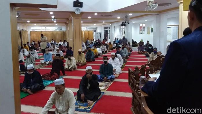 Suasana Salat Jumat di Masjid Nurul Islam, Kel Tugu Selatan, Koja, Jakut
