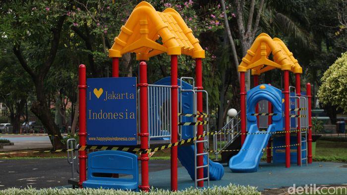 Pemerintah Kota Administrasi Jakarta Pusat menunda pembukaan RPTRA secara bertahap pada masa PSBB transisi. Salah satunya Taman Menteng.
