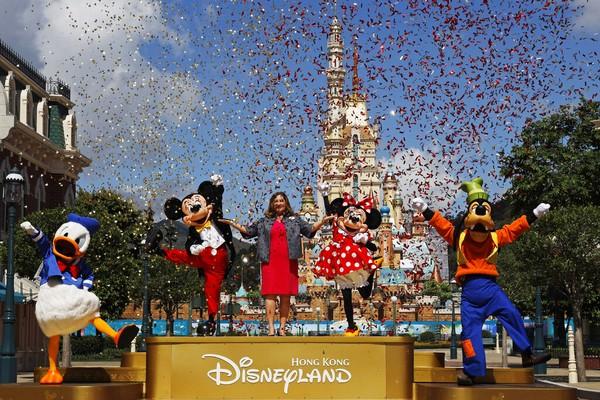 Disneyland Hong Kong telah tutup semenjak Corona mewabah pada 26 Januari lalu dan kembali dibuka 18 Juni kemarin. AP Photo/Kin Cheung