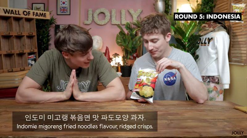 Bule Inggris Cicip Chips Indomie