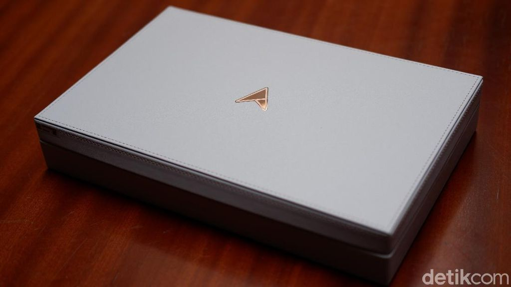 Asus ZenBook Edition 30, Notebook Mewah Bertahta Emas 18 Karat