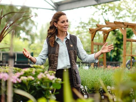 FAKENHAM, ENGLAND - JUNE 18: Catherine, Duchess of Cambridge talks to Martin and Jennie Turner, owners of the Fakenham Garden Centre in Norfolk, during her first public engagement since lockdown, on June 18, 2020 in Fakenham, United Kingdom. The garden centre is near her Anmer Hall home and, as a keen gardener, the Duchess wanted to hear how the Covid-19 pandemic had affected the family-run independent business, which first opened in 1984. (Photo by Aaron Chown - WPA Pool/Getty Images)