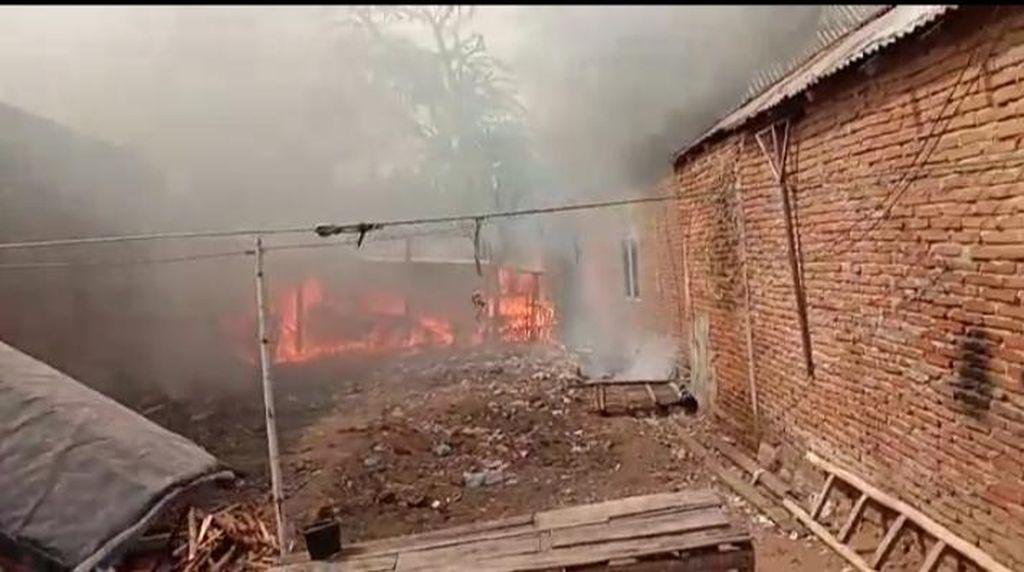 Buntut Ricuh Warga 2 Desa di Bima NTB, 23 Unit Rumah Terbakar
