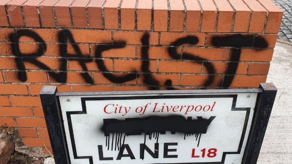 Jalan Penny Lane dicoreti rasis