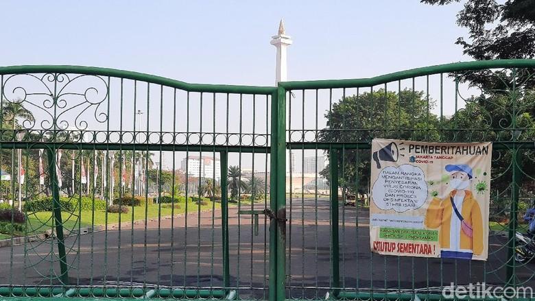 Kawasan Monas, jakarta Pusat, masih ditutup bagi pengunjung hari ini.
