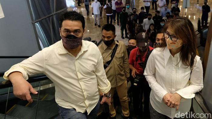 Wakil Gubernur DKI Jakarta Ahmad Riza Patria melakukan koordinasi terkait  pelaksanaan protokol kesehatan yang dilakukan di Mal Central Park, Jakarta.
