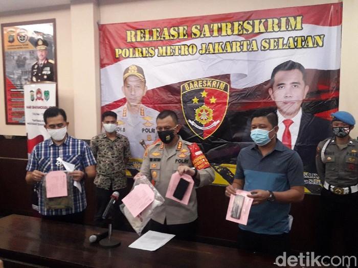 Polres Jaksel menangkap pelaku begal pesepeda di Panglima Polim (M Ilman Nafian/detikcom)