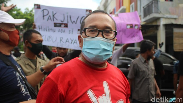 Wakil Bupati (Wabup) Kubu Raya, Sujiwo, berencana mengundurkan diri dari jabatannya (Adi Saputro/detikcom)