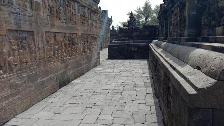 Abu Merapi di Borobudur