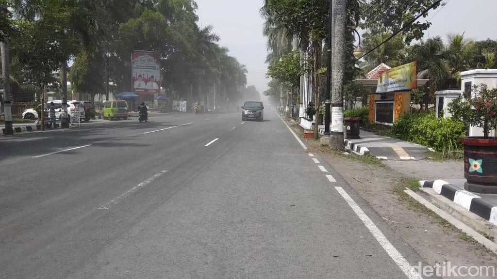 Sebaran Hujan Abu Erupsi Gunung Merapi di Magelang Meluas