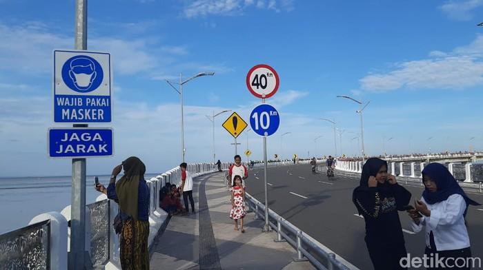 jembatan suroboyo dijubeli warga